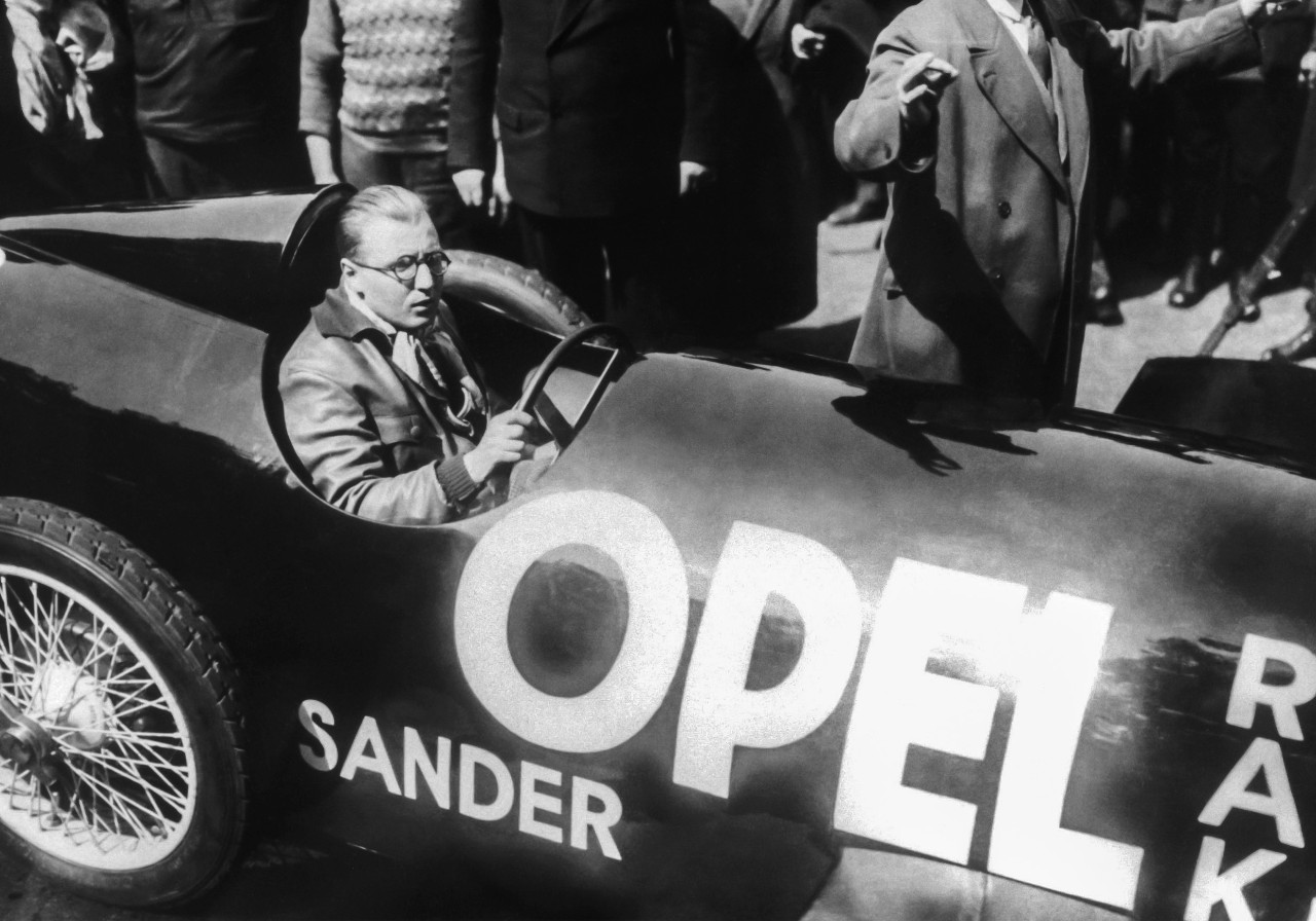 Don't try this at home: Fritz von Opel did not wear a helmet for his record-breaking run in the RAK 2.