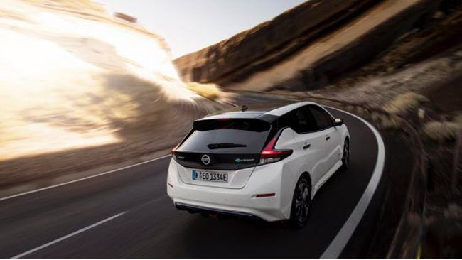 https://www.matrixlife.gr/wp-content/uploads/2018/05/nissan-leaf.jpg
