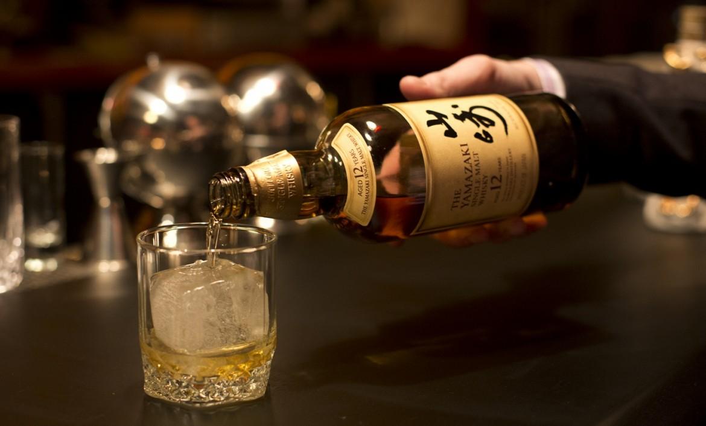 https://www.matrixlife.gr/wp-content/uploads/2018/06/raising-glass-japanese-whisky-1170x706.jpg