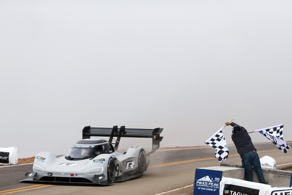 volkswagen-id-r-pikes-peak-all-time-record-2