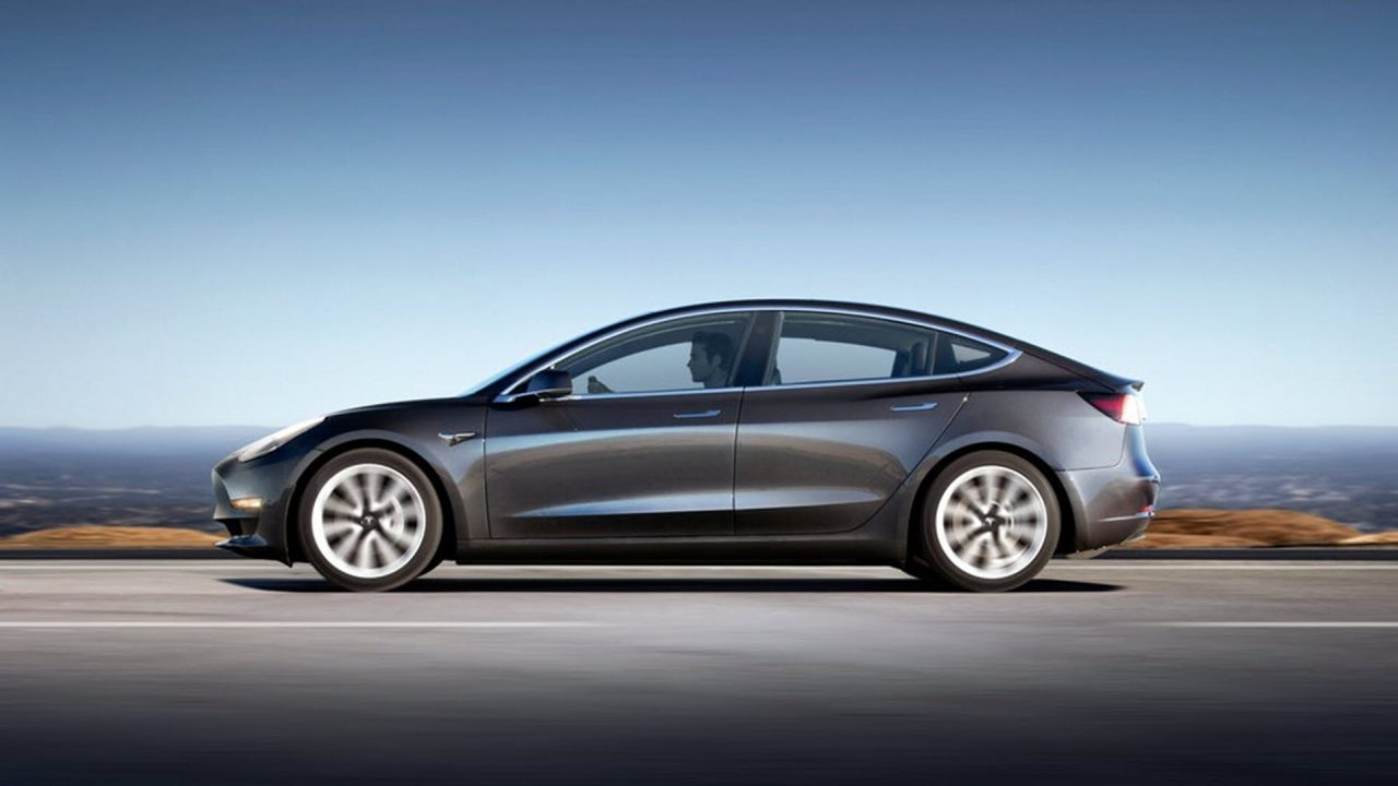 https://www.matrixlife.gr/wp-content/uploads/2018/07/tesla-model-three-summon-3-1280x720.jpeg