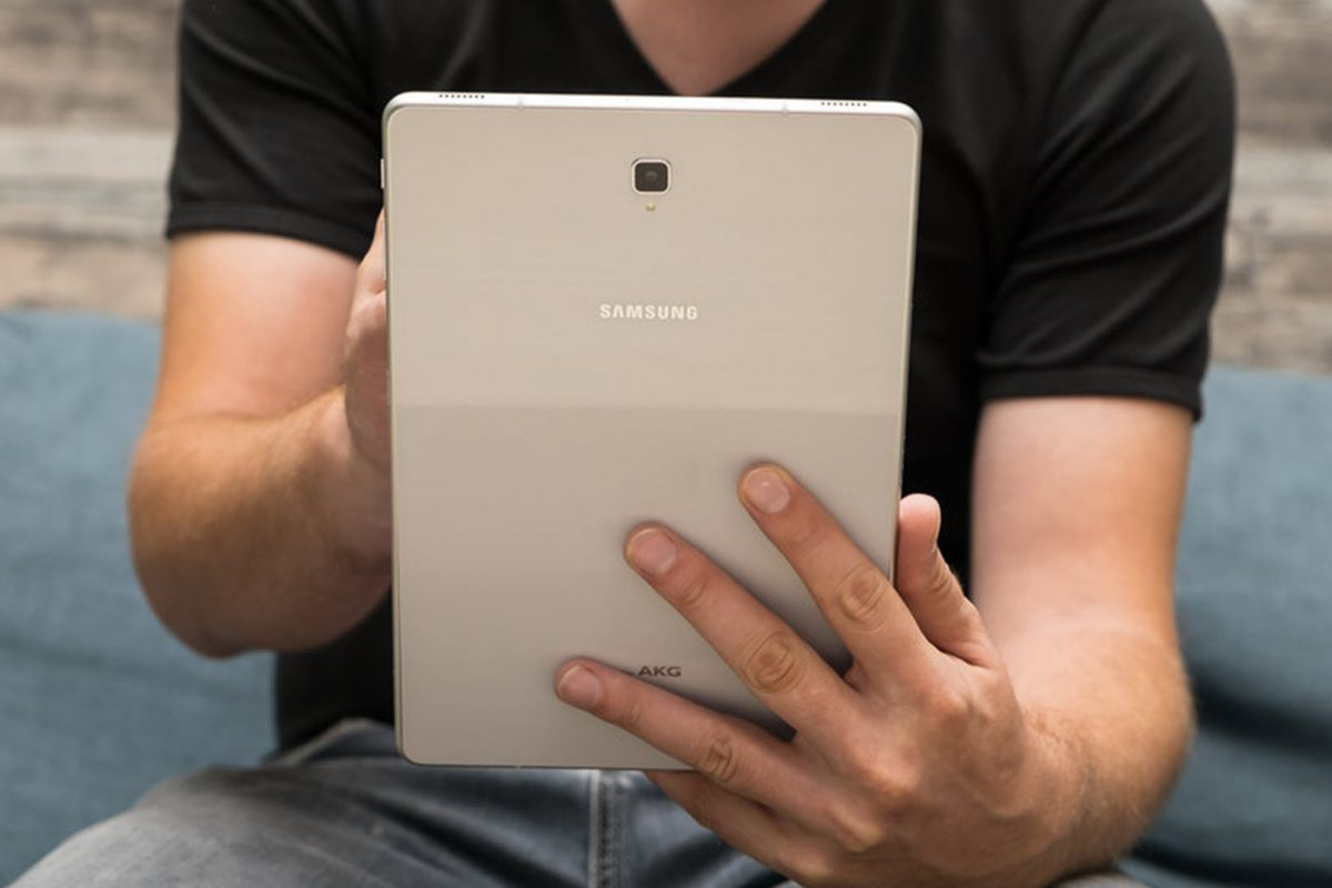 """Η Samsung """"διπλώνει"""" και το tablet!"""