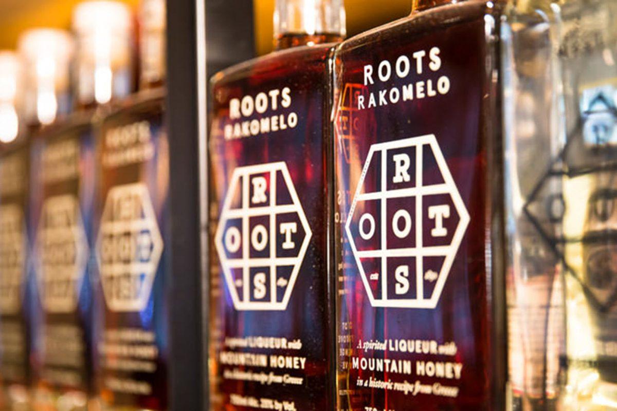 Roots pop up bar με θέμα το ρακόμελο στο υπόγειο του Yoleni's