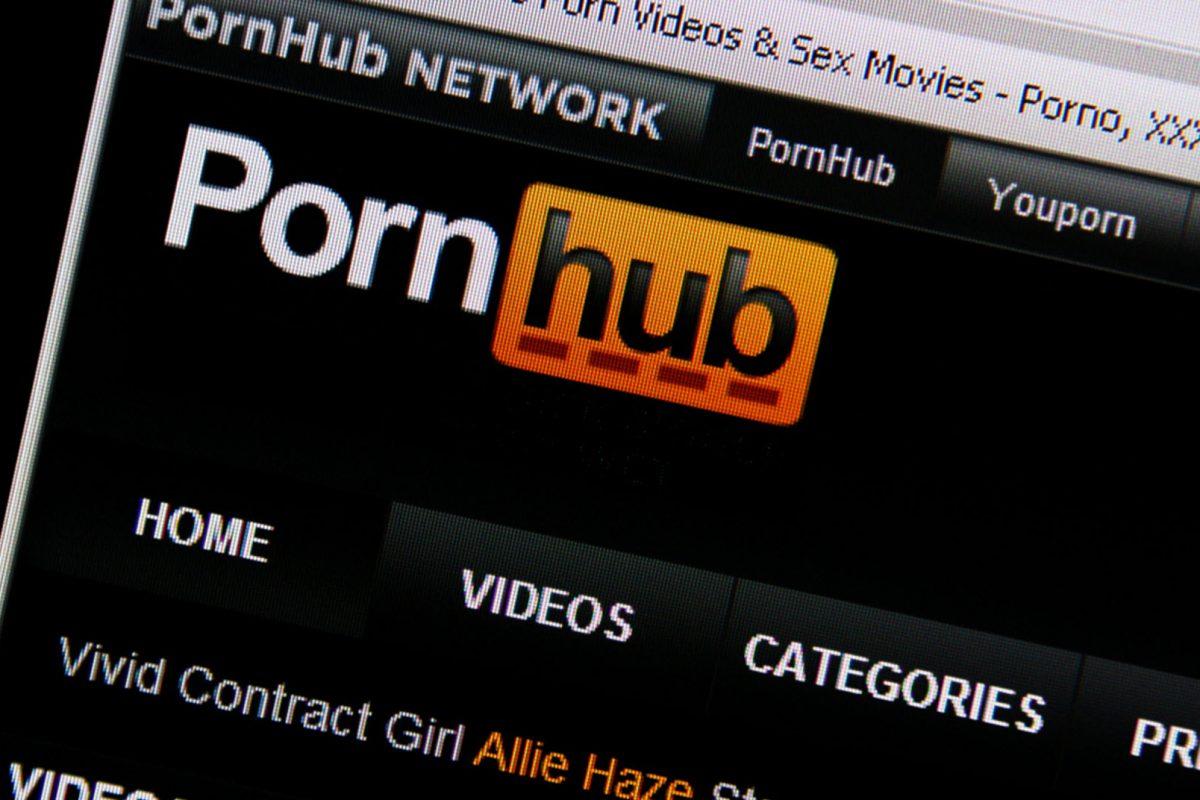 Τα προβλήματα σε Facebook και Instagram ανεβάζουν κατακόρυφα το PornHub! Λογικό…
