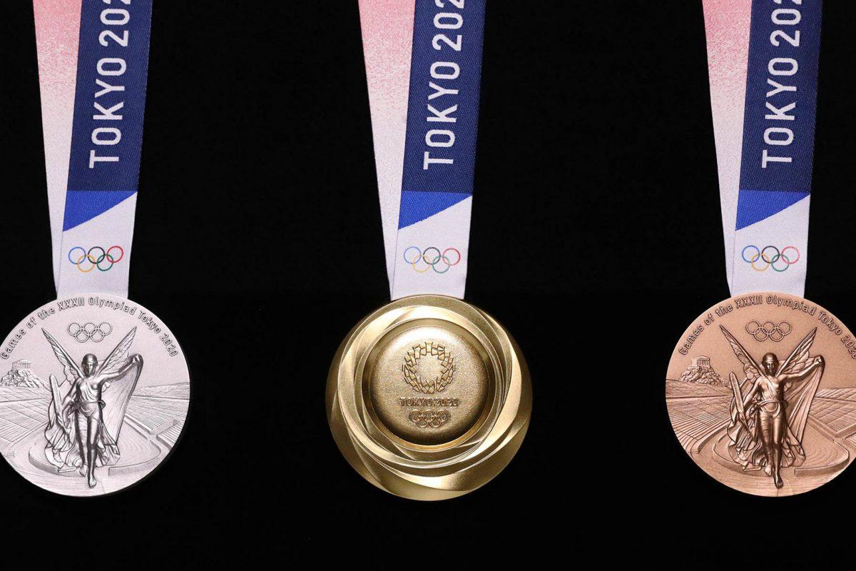Το Τόκυο φτιάχνει μετάλλια από ανακυκλωμένα κινητά και η Ελλάδα εγκαταλείπει εγκαταστάεις όπως το Θέατρο Μπάντμιντονν