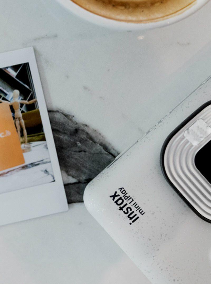 Fujifilm Instax LiPlay, Η πιο καλοκαιρινή και «παιχνιδιάρα» φωτογραφική του καλοκαιριού!