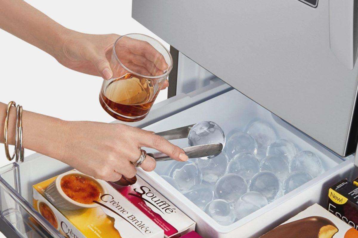 Διαφανή παγάκια για το ποτο; Μόνο με τα ψυγεία InstaView της LG!