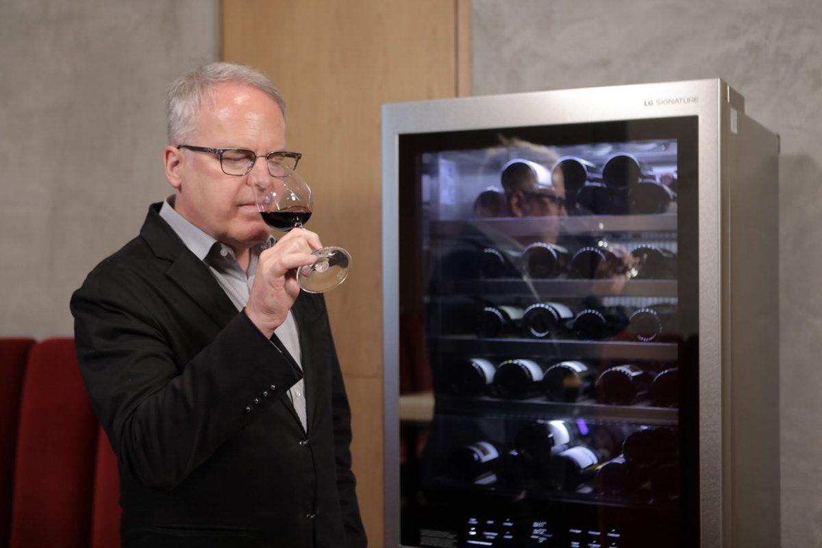 To LG SIGNATURE και ο καταξιωμένος κριτικός κρασιών, James Suckling, παρουσιάζουν την τέχνη του κρασιού