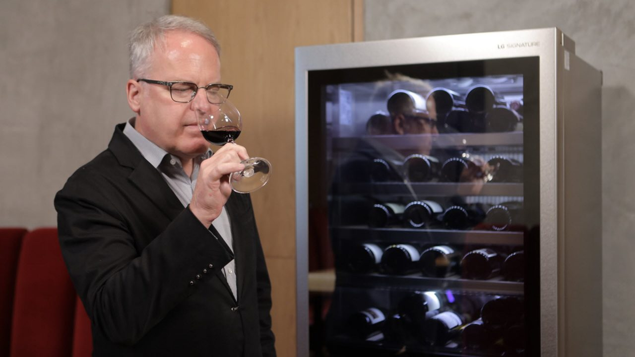 https://www.matrixlife.gr/wp-content/uploads/2020/09/lg_signature_ambassador_james_suckling_and_the_lg_signature_wine_cellar_3-1280x720.jpg