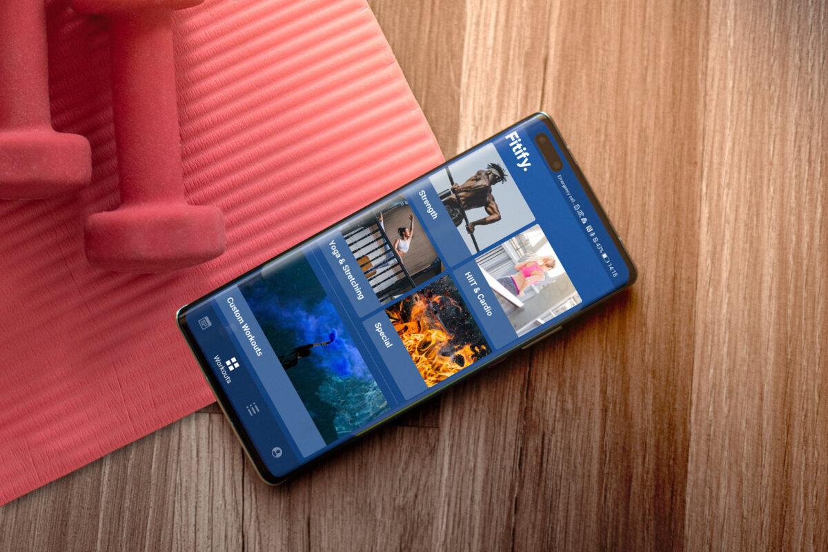 """Η Huawei ανοίγει την πόρτα σε εφαρμογές τρίτων εταιρειών και τα """"εγκαίνια"""" γίνονται με το Fitify!"""