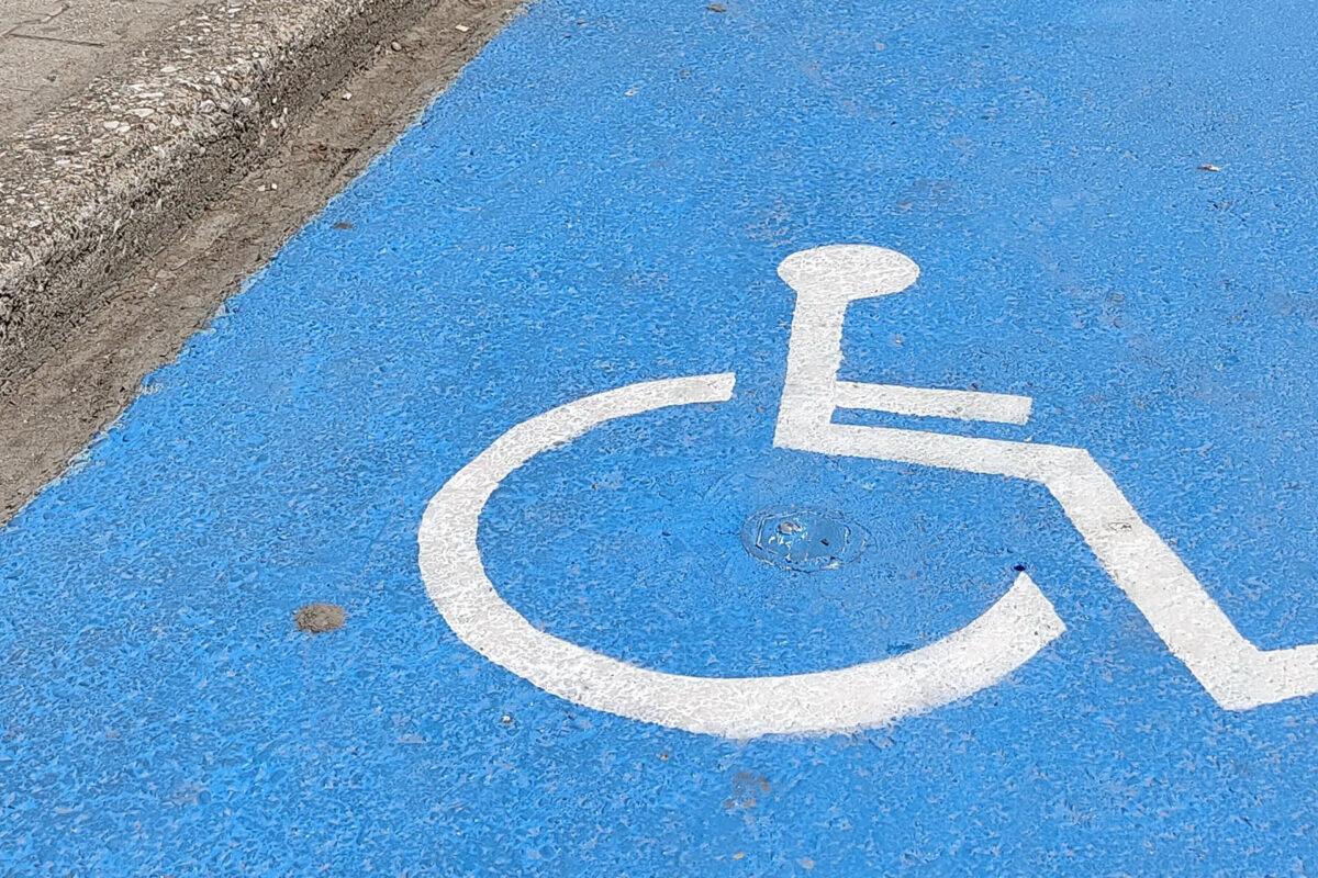 To Vodafone Business δημιούργησε στα Τρίκαλα ένα προηγμένο σύστημα πάρκινγκ για ΑΜΕΑ με χρήση ΝΒ-ΙοΤ διευκολύνοντας τη ζωή των ατόμων με αναπηρία