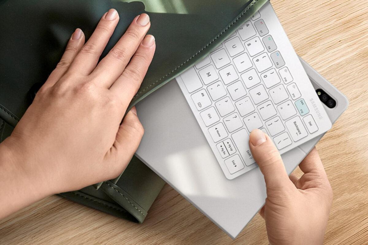 Tο Samsung Smart Keyboard Trio 500 διαθέσιμο σε Ελλάδα και Κύπρο