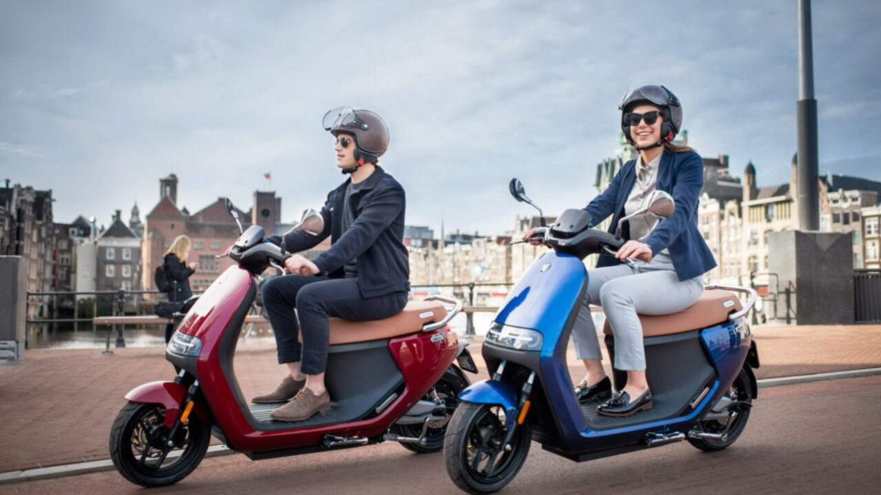 https://www.matrixlife.gr/wp-content/uploads/2021/07/Segway-eScooter_E125S_Lifestyle_Couple-riding-with-background-Custom-1280x720.jpg